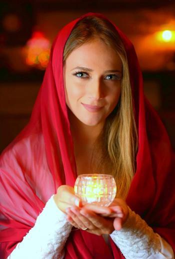 دلال أبو آمنة تطلق رحلتها الروحانية نور وسط تفاعل عربي وعالمي