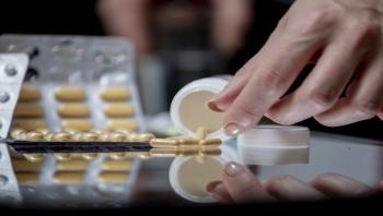 طبيب يحذر من خطورة الأدوية المسكنة للآلام