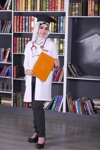 محمد الشوبكي يهنئ المهندس أحمد القريوتي بتخرج ابنته الدكتورة رهف