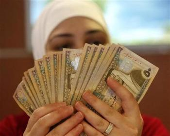 861 موظفا حكوميا يتقاضون أكثر من ألفي دينار
