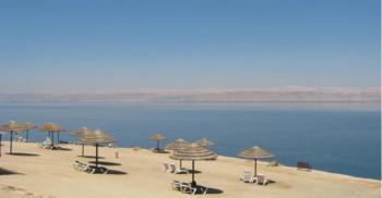 اغلاق شاطئ عمان السياحي في البحر الميت