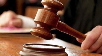 الحبس لموظفتين حكوميتين 5 سنوات بتهمة الاختلاس