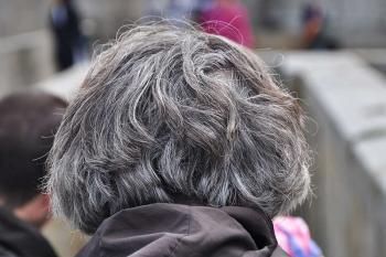 طريقة مذهلة لإخفاء الشعر الأبيض