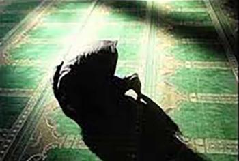 وفاة شاب مصري ساجداً أثناء صلاة العشاء