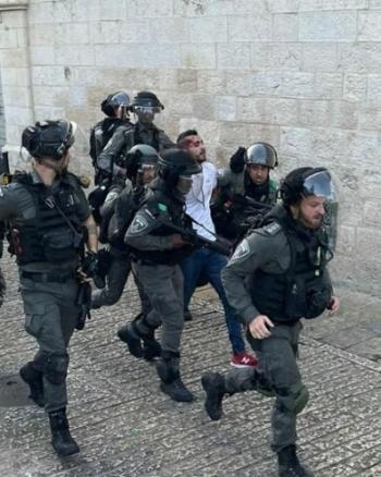 توتر واعتداءات على مصلين في المسجد الاقصى