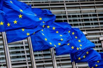 الاتحاد الأوروبي يبقي على قيود السفر للقادمين من أمريكا