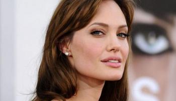 لماذا نشرت أنجلينا جولي صور الأهرامات؟