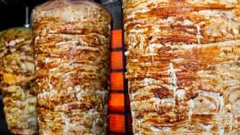 الغذاء والدواء تمنع إعداد سيخ شاورما يزن طنين