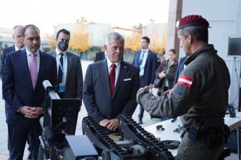الملك يحضر تمرينا تعبويا في مقر شرطة المهام الخاصة النمساوية