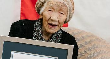 معمرة تبلغ 118 عاما تحمل شعلة الأولمبياد في اليابان