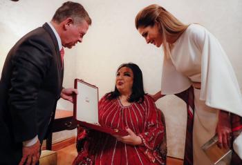 الفنانة سميرة توفيق تحيي نجوميتها في حفل الاستقلال (فيديو، صور)