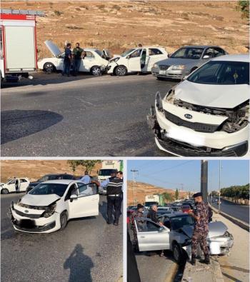 تصادم 7 مركبات في شارع الأردن وازدحام مروري خانق