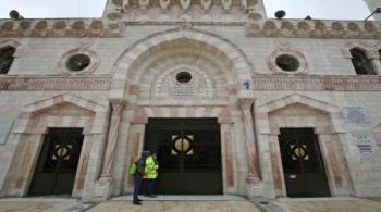 لماذا أغلقت المساجد وفتحت المولات؟