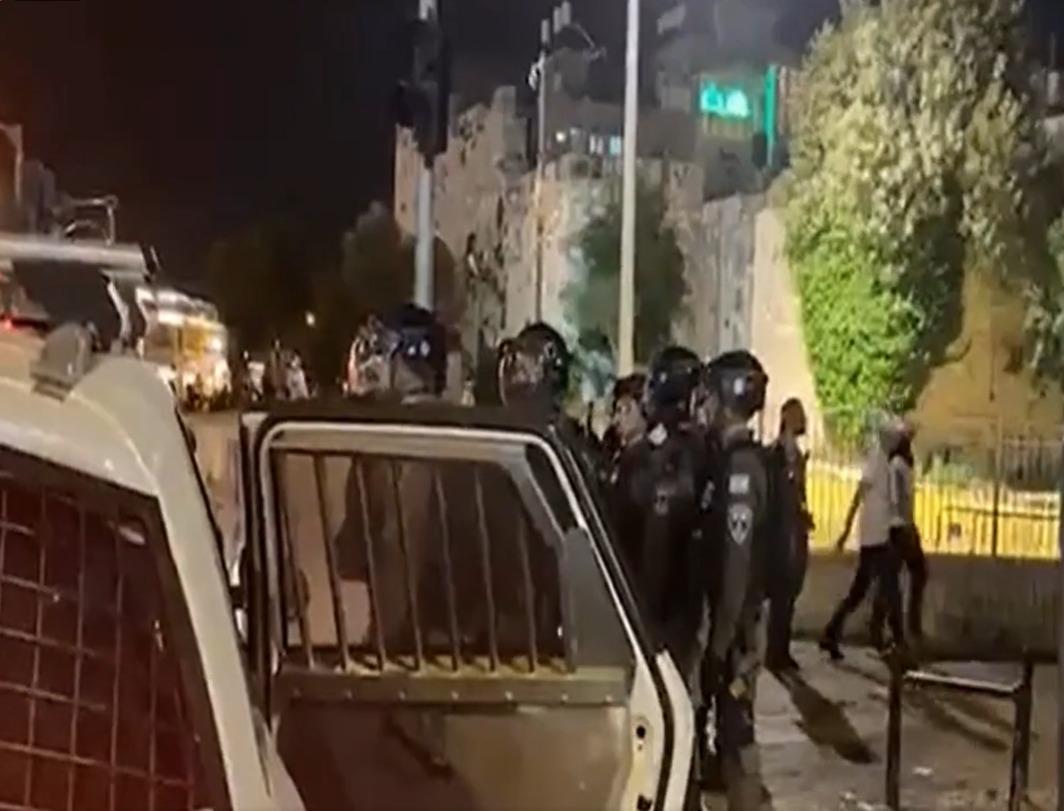 مواجهات مع الاحتلال قرب بابي العامود والساهرة في الأقصى