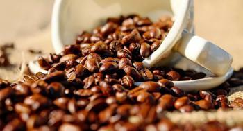 دراسة تحذر من شرب القهوة قبل الإفطار