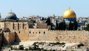 أوقاف القدس تستنكر اقتحام قوات الاحتلال للأقصى واعتقال 5 فتيات