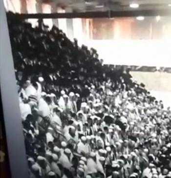 قتيلان وعشرات الإصابات بانهيار مدرج في كنيس يهودي بالقدس (فيديو)