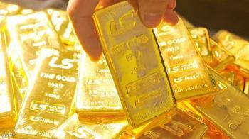 الذهب يرتفع مدعوما بضعف الدولار