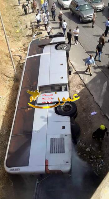 وفيات وعشرات الاصابات بتدهور حافلة على طريق اربد (صور وفيديو)