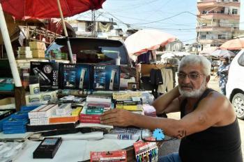 لبنانيون يقايضون أحذيتهم وملابسهم بحصص غذائيّة وحليب وحفّاضات