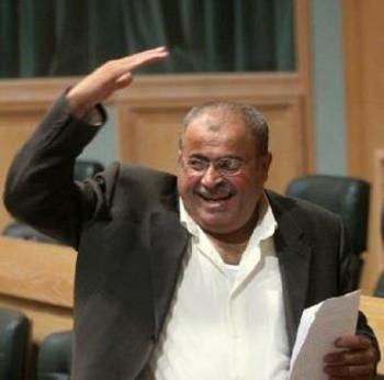 عطية: والد المعارض زهران تبرأ من ابنه وغضب عليه
