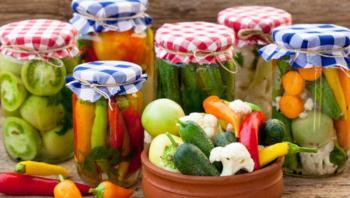 أضرار ومخاطر تناول المخللات في رمضان