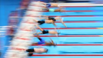 التونسي الحفناوي يبلغ نهائي سباق 400 م سباحة حرة