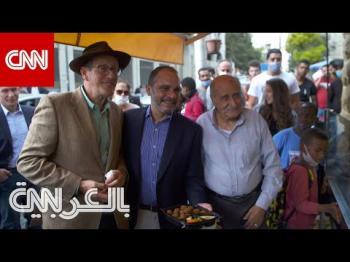 مذيع CNN يتناول الفلافل مع الأمير علي وسط شوارع عمّان (فيديو)