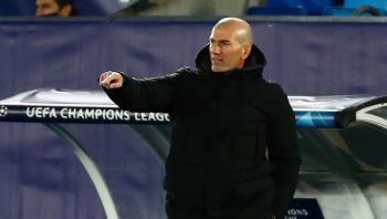 زيدان يشترط التعاقد مع 3 لاعبين لتجديد عقده مع ريال مدريد