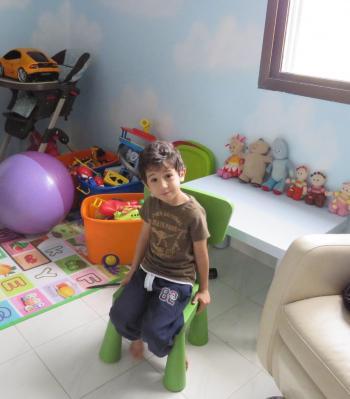 الطفل المصري الذي أدهشكم في الطائرة ..  يتحدث عن حياته