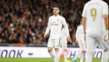ريال مدريد يعير مهاجمه يوفيتش إلى ناديه السابق
