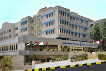 تجارة عمان تقترح حظراً وقت الافطار والسماح بالتجول بعده
