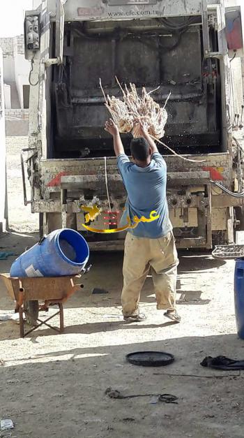 ضبط طن مصارين غير صالحة معدة لتصنيع النقانق في عمان (صور)