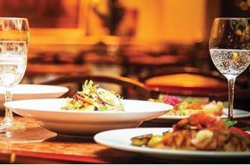 تخفيض ضرائب المطاعم والفنادق السياحية يدخل حيز التنفيذ