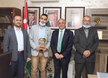 الثقافة تكرم بطل تحدي القراءة العربي