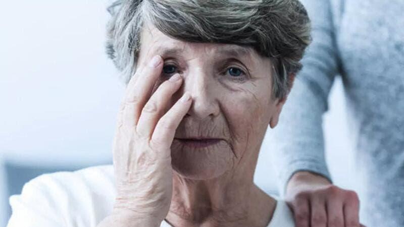 عادات تزيد خطر الإصابة بالزهايمر