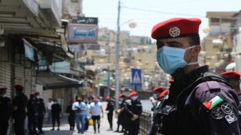 اغلاق 7 منشآت مخالفة لأوامر الدفاع في عمان الثلاثاء