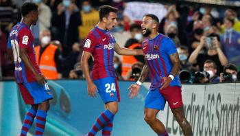 برشلونة يستعد للكلاسيكو بثلاثية فالنسيا