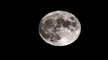 علماء ردا على ناسا: اكتشفنا الماء على القمر في 2010