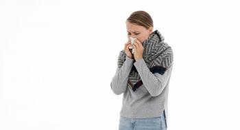 5 علاجات منزلية سريعة وسهلة لعلاج التهاب الحلق وأعراض البرد الشائعة