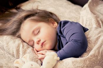 علاقة النوم بتعزيز مناعة الطفل في زمن كورونا