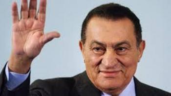 حسني مبارك خارج السجن لأول مرة