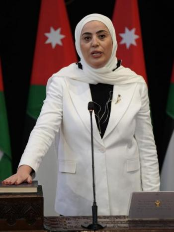 استقالة الوزيرة بني مصطفى من مجلس ادارة شركة الديرة للاستثمار