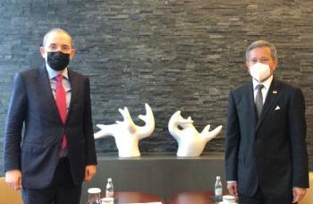 الصفدي يبحث مع نظيره السنغافوري سبل تعزيز علاقات التعاون الثنائي