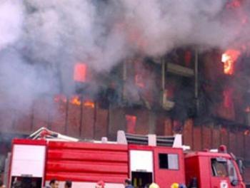 أربع اصابات بحريق مصنع بلاستيك في إربد