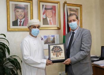 مباحثات بين عمان العربية والملحقية الثقافية لسلطنة عُمان