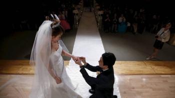 كوريا الجنوبية ..  الرجال أنصار للزواج والنساء نصيرات للعزوبية!