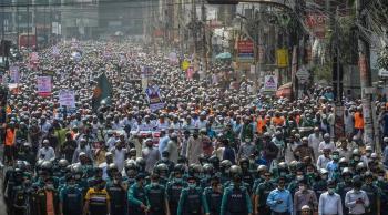 عشرات آلاف البنغلادشيين يتظاهرون ضد ماكرون