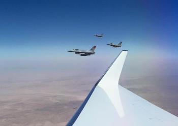 مقاتلات مصرية استقبلت طائرة الملك