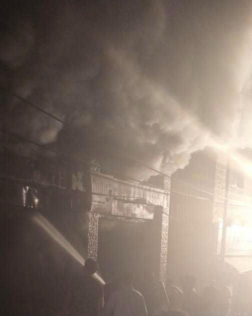 5 اصابات بحريق محال تجارية في صويلح